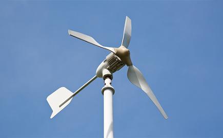 La energía minieólica como complemento a la energía solar